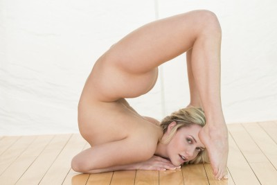 bendy nude babe